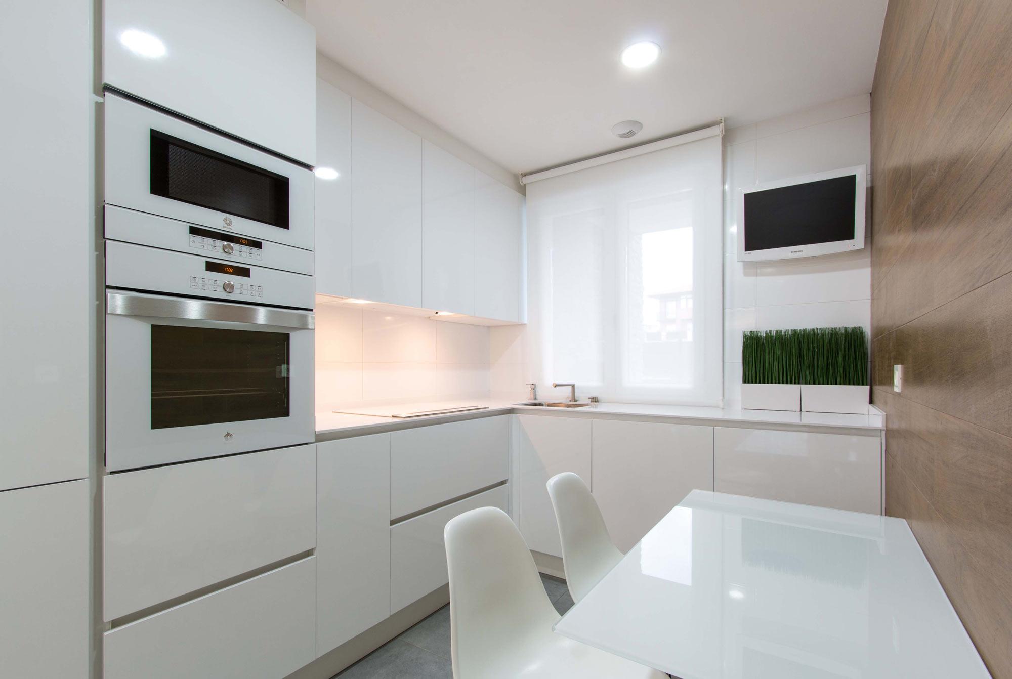Adosado estilo n rdico interdecor bilbao for Suelos de cocina modernos